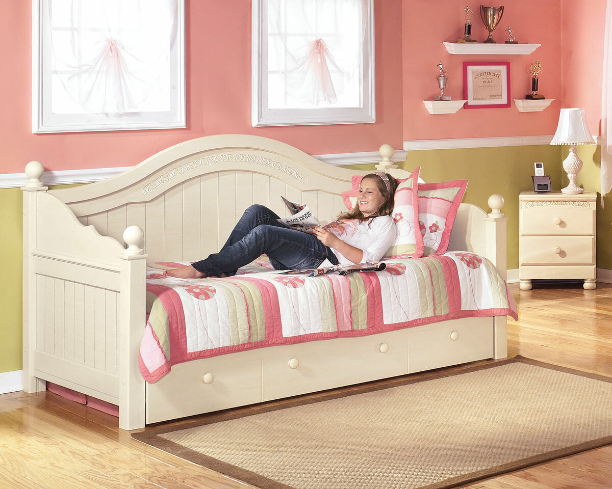 Cottage Retreat Cream Cottage Daybed With Trundle Nc Gallery Furniture